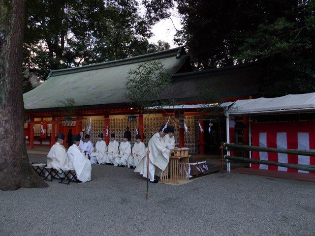 氷川神社、神前