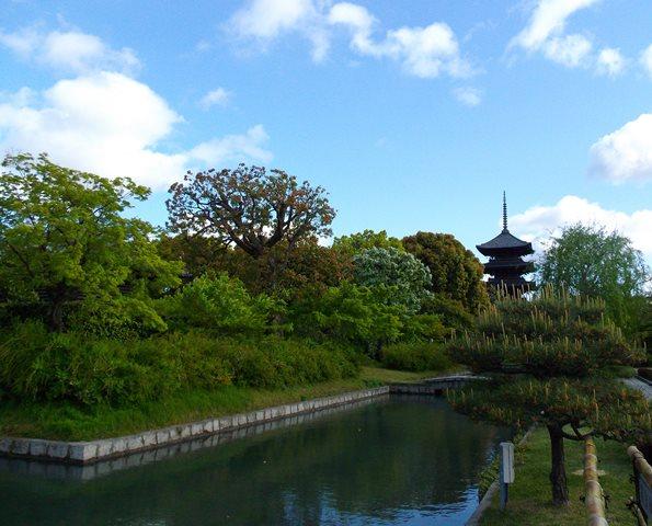 東寺、塔と池