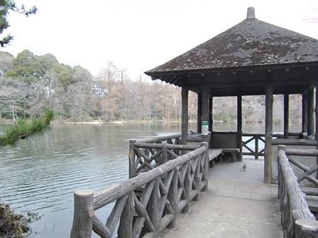 三宝寺池の東屋
