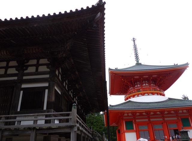 金堂と根本大塔