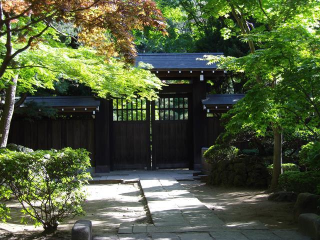 平林寺仏殿前