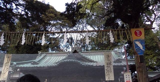 社殿前羽子板