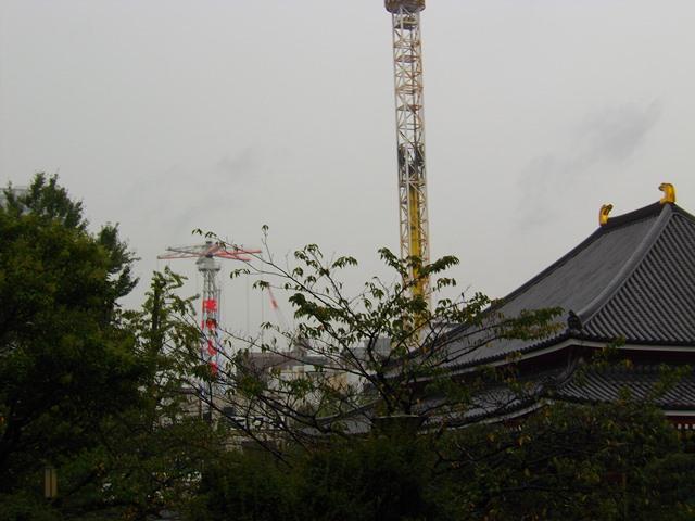 浅草寺とBEEタワー