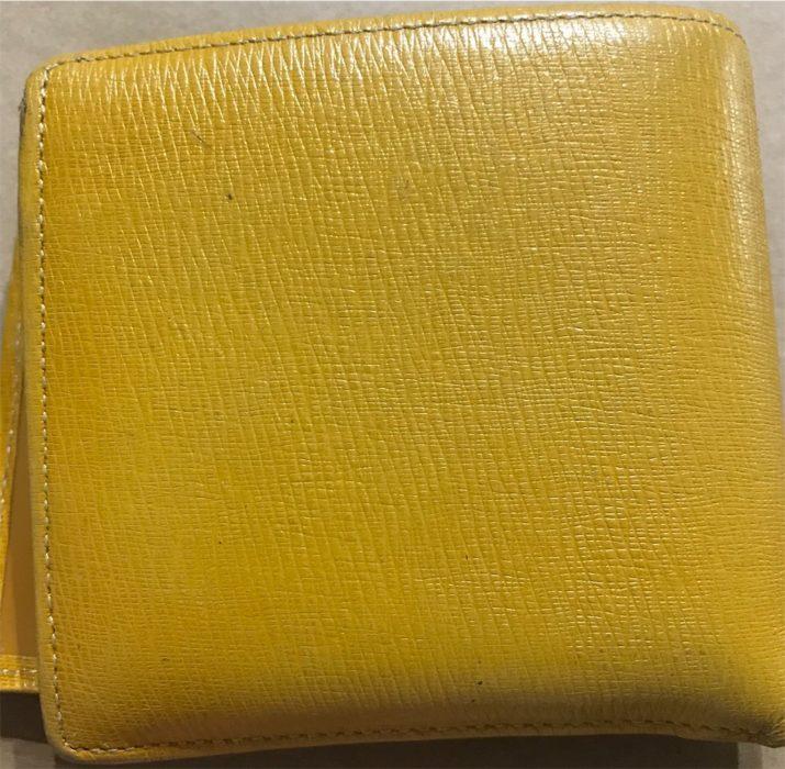 黄土色の財布