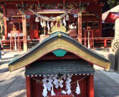 冠稲荷神社拝殿前